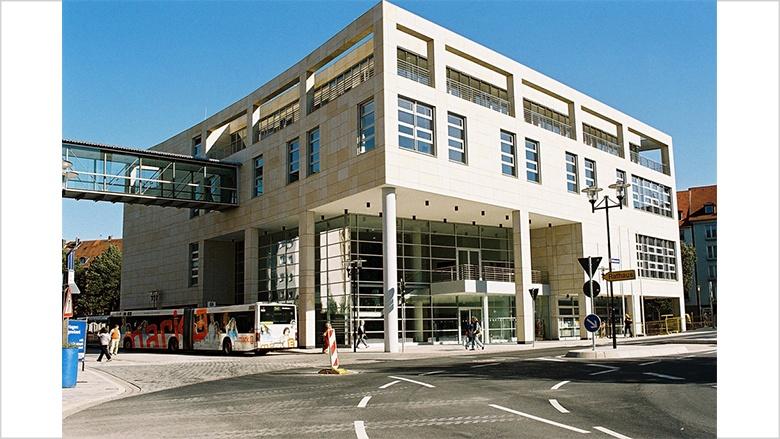 Das Bild zeigt das Rathaus an der Volle