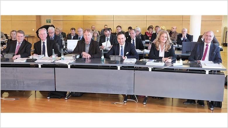 Das Bild zeigt die neue Fraktionsspitze in der ersten Reihe sitzend.