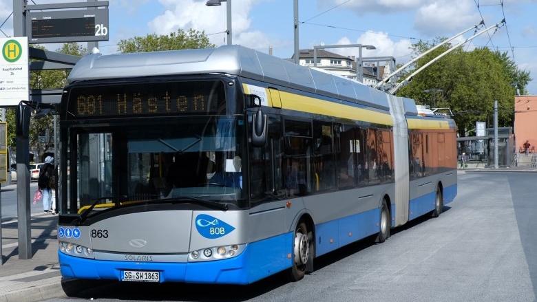 Das Bild zeigt einen Batterie-Oberleitungsbus (BOB) aus Solingen.