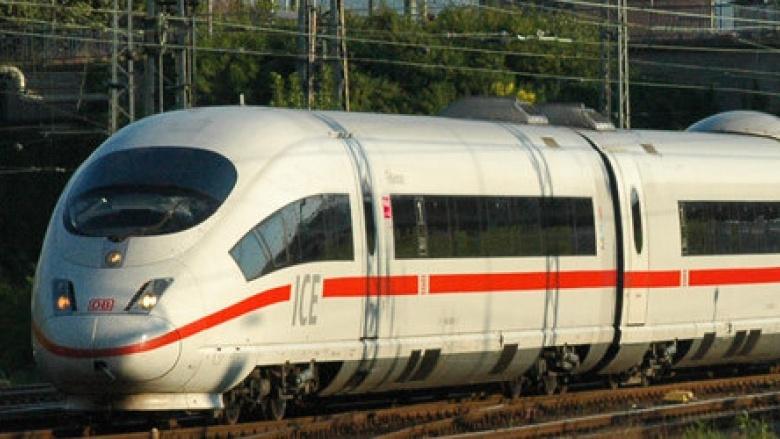 Das Bild zeigt den ICE3 in Richtung Basel kurz vor der Einfahrt in den Hagener Hauptbahnhof.