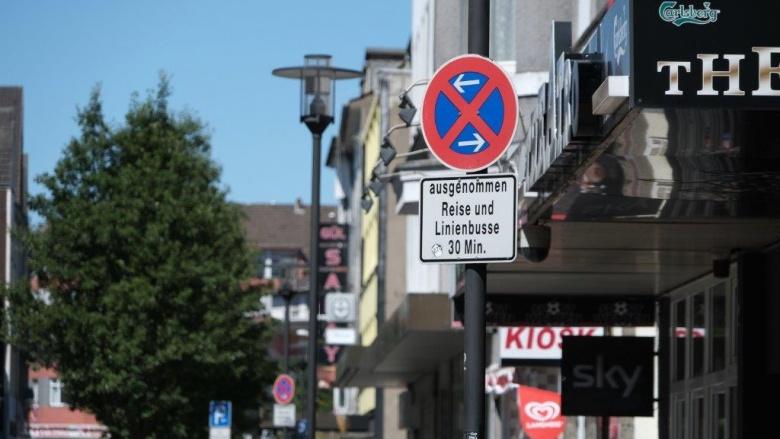 """Das Bild zeigt das Halteverbotsschild an der Reisebushaltestelle in der Straße """"Am Hauptbahnhof"""""""
