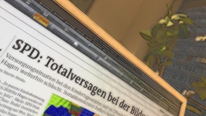 Das Bild zeigt einen Monitor mit dem Zeitungsartikel vom 26.01.2021