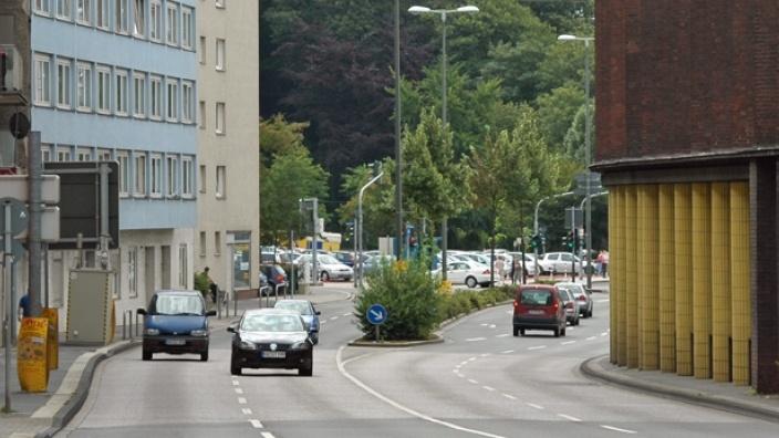 """Das Bild zeigt den Märkischen Ring auf der Höhe des Hagener Finanzamtes - auch """"Finanzamtsschlucht"""" genannt."""