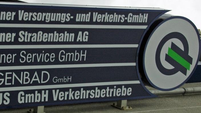 Das Bild zeigt das Schild der HVG-Unternehmen.
