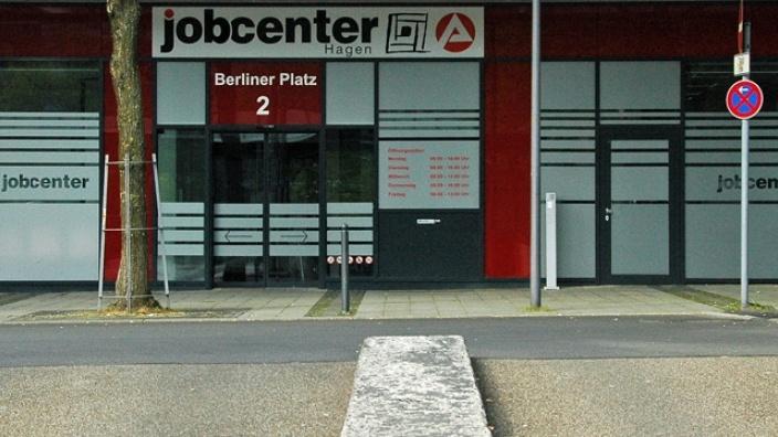 Das Bild zeigt den Eingang des Hagener Jobcenters.