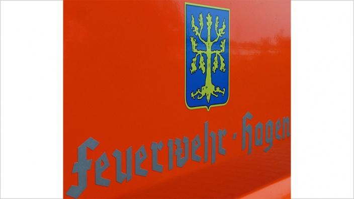 Das Bild zeigt das Logo der Hagener Feuerwehr auf einem Einsatzfahrzeug
