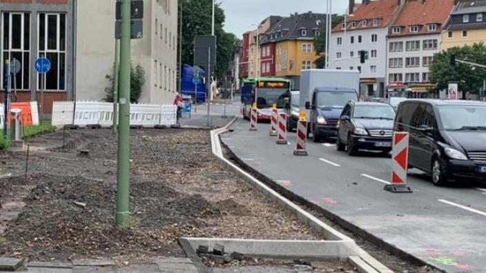Das Bild zeigt die Haltstelle vor dem Ricarda-Huch-Gymnasium während des Umbaus.